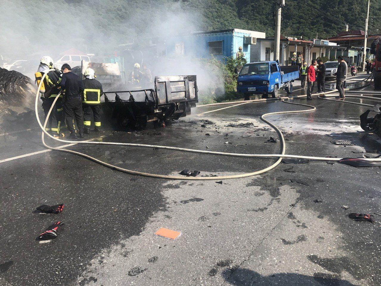消防人員到場灌救。圖/新城警分局提供