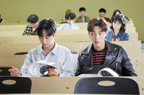 志洙和振永與Netflix合作的首部韓劇「因為初戀是第一次」即將在18日播出,他們因為只差2歲,相處起來非常自在,共喝一杯飲料也不介意,在拍攝時更發生許多趣事。男配角泰吳爆料,志洙發現他沒有追蹤自己...