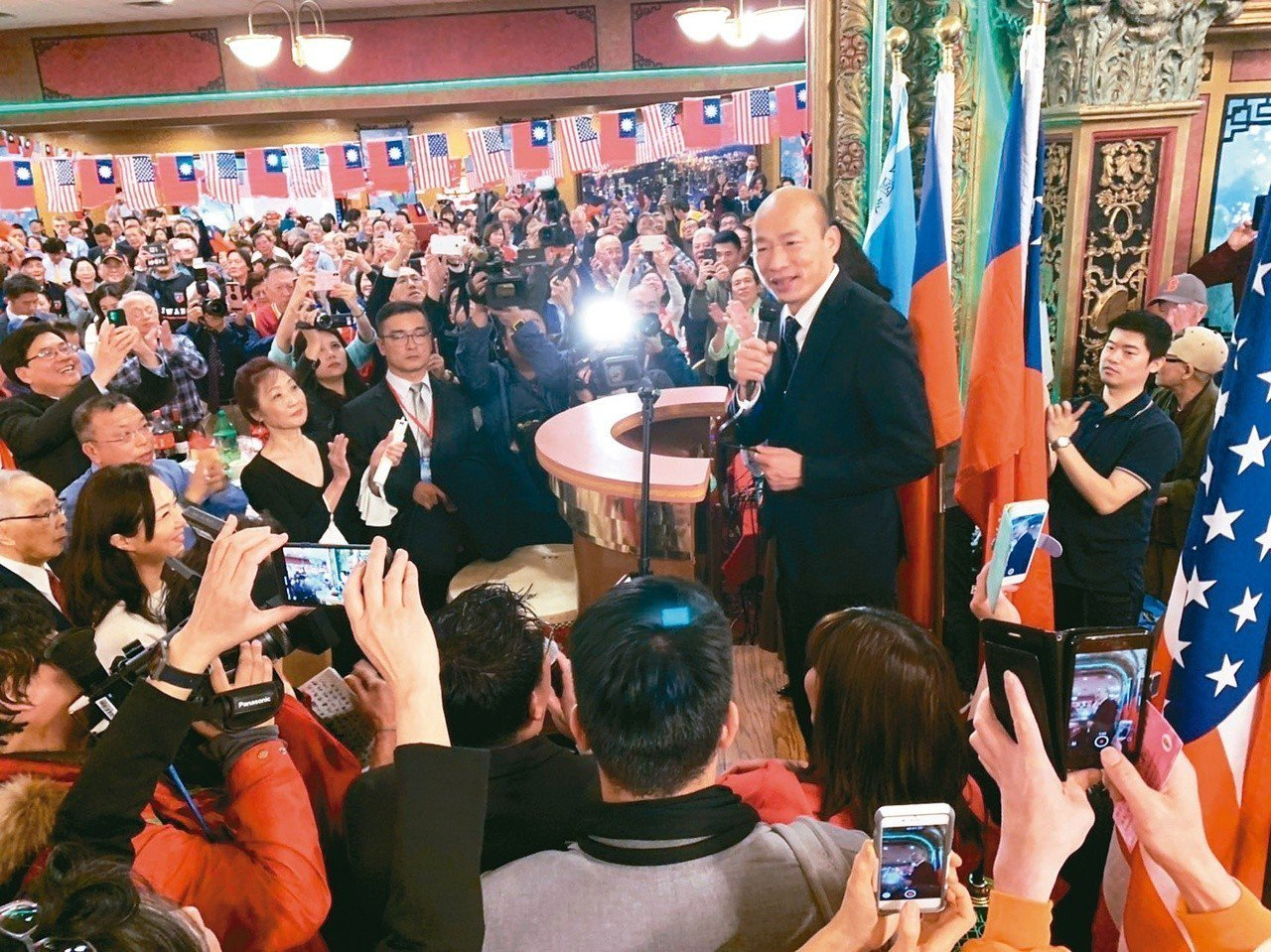 高雄市長韓國瑜出訪美國表現,讓黨內拱韓參選總統聲勢再升高。國民黨立委賴士葆透露,...