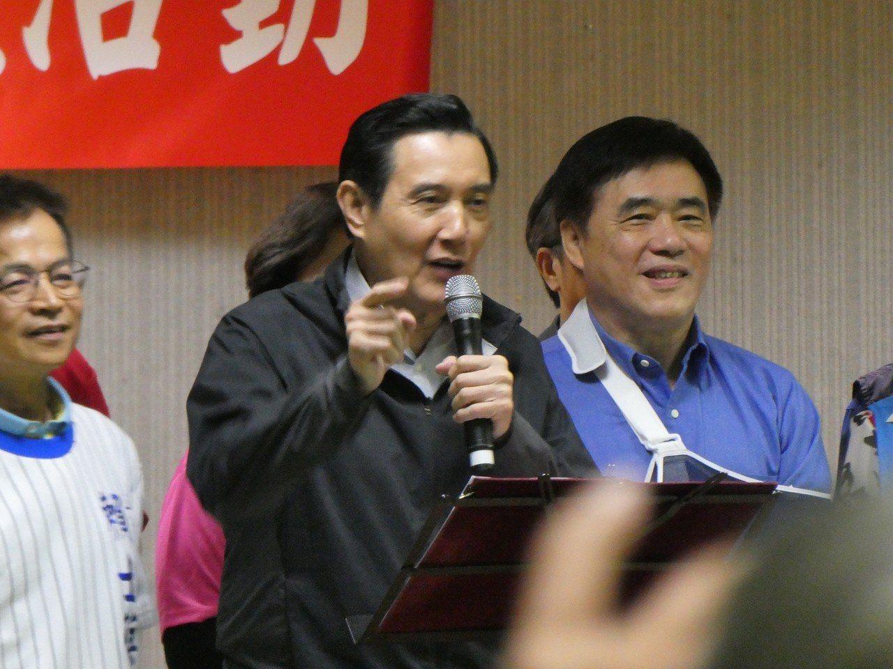 桃園市議員王浩宇在臉書表示,旅美大陸武統學者李毅來台隨便都能與前總統馬英九會面,...