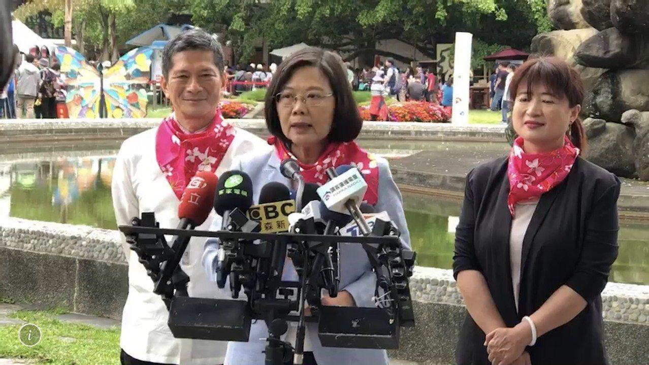 總統蔡英文今天對強制李毅出境,強調他的言論直接衝擊到台灣的安全,和一般的言論自由...