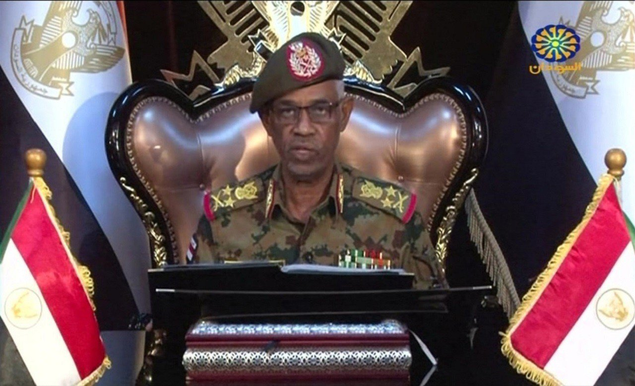 蘇丹國防部長與政變領袖奧夫12日透過國營電視台發表演說,宣布下台,距離他帶領軍方...