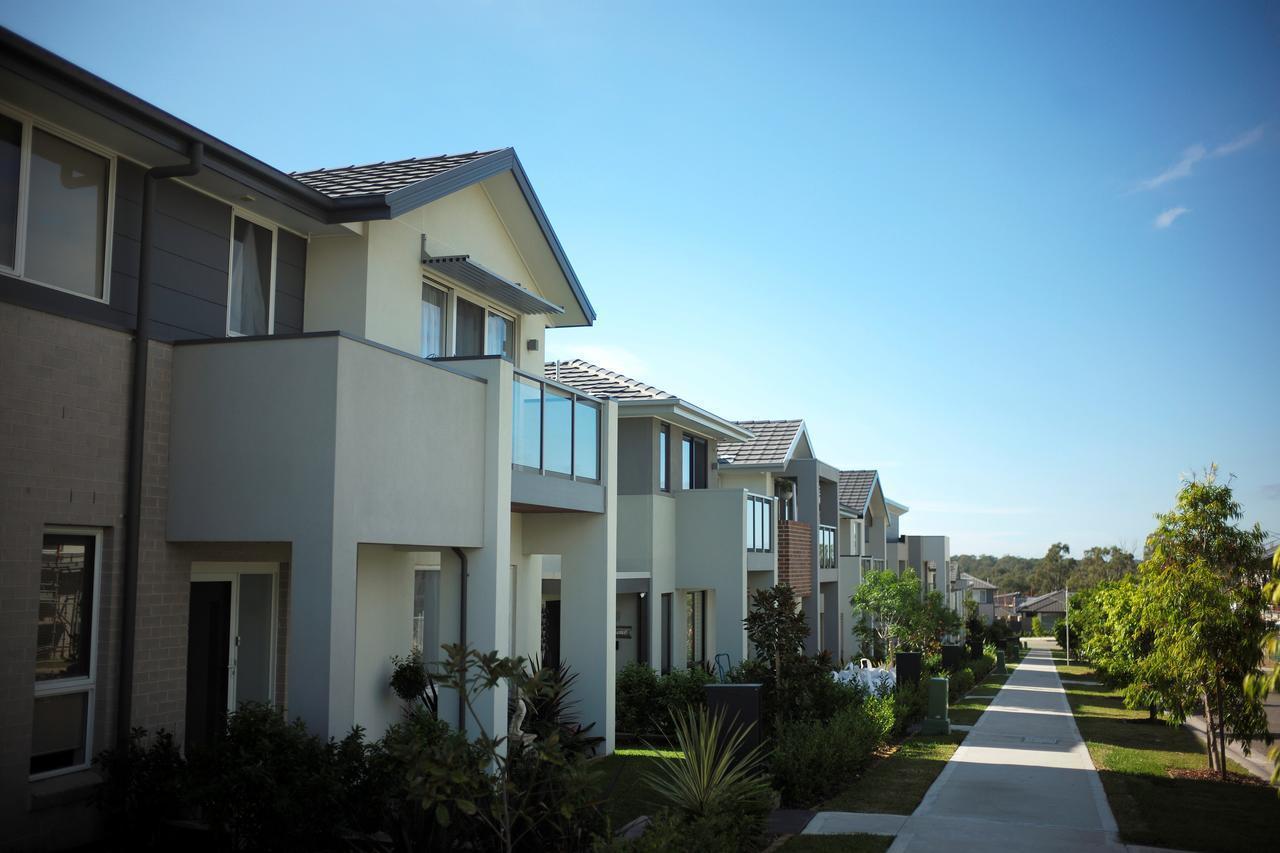 雪梨房價在過去18個月內大幅下滑,但高昂的房屋成本仍足以讓大部分家庭望而卻步。路...