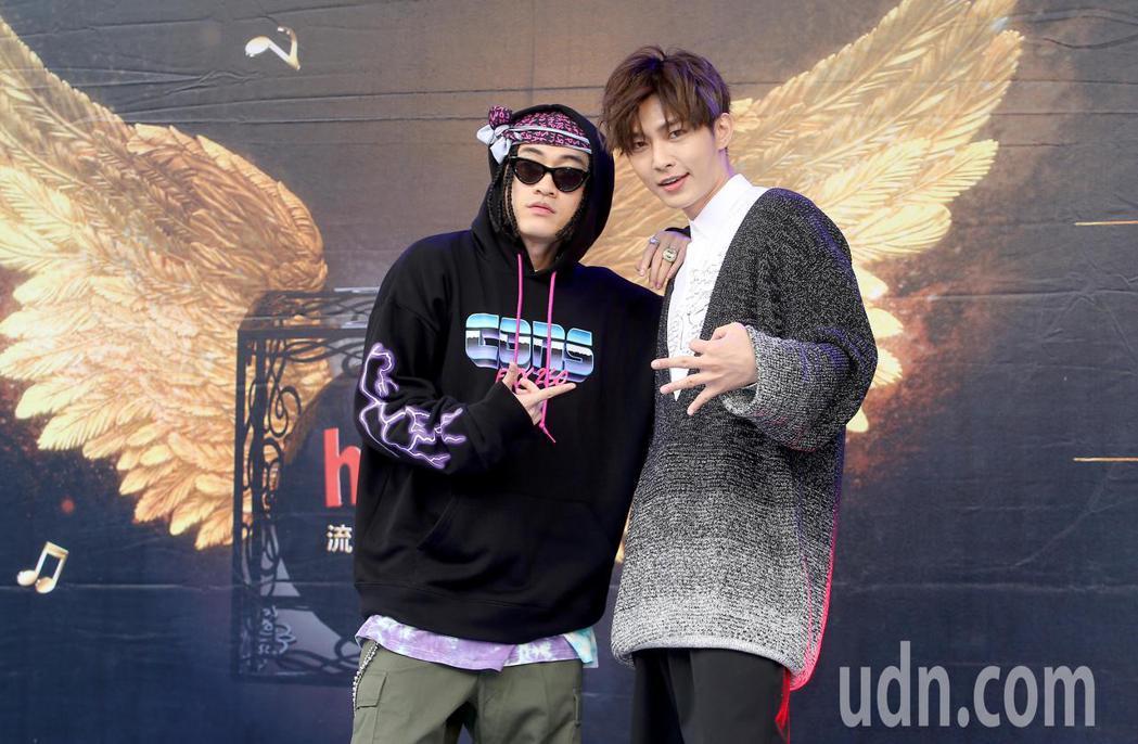 BCW(左)與炎亞綸(右)出席hito流行音樂獎頒獎典禮活動。記者余承翰/攝影