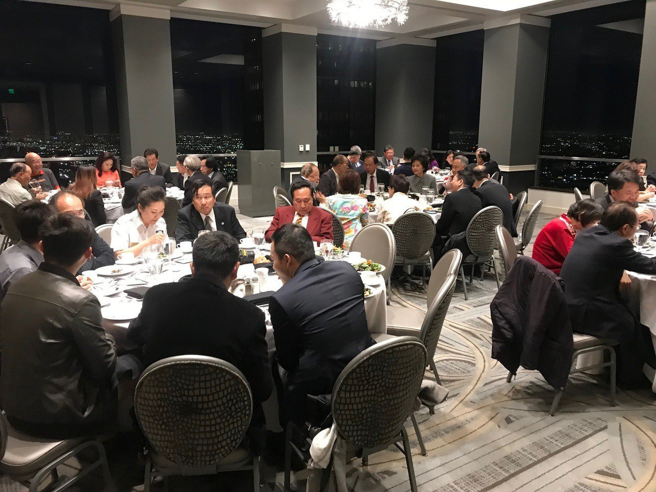韓國瑜、李佳芬夫婦原訂12日晚間出席在洛杉磯一家私人俱樂部舉行的南加玉山協會晚宴...