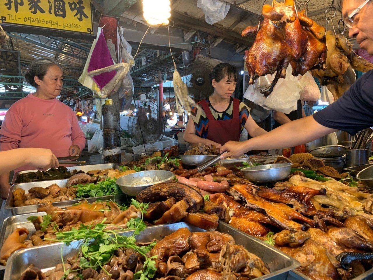 欣欣市場的郭家滷味,令人垂涎。記者徐如宜/攝影
