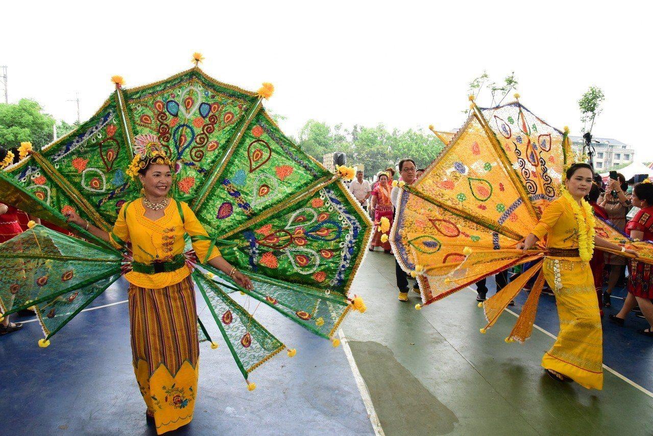 2019龍岡米干節可以看見不同族群的服裝和舞蹈。圖/桃園市觀旅局提供