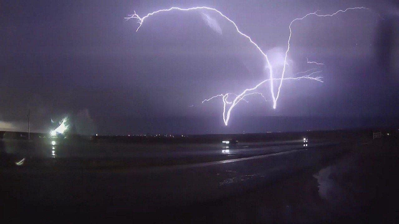 已有27年經驗的美國追風人羅賓森3月橫跨德州、奧克拉荷馬州與伊利諾州,就為了拍到...