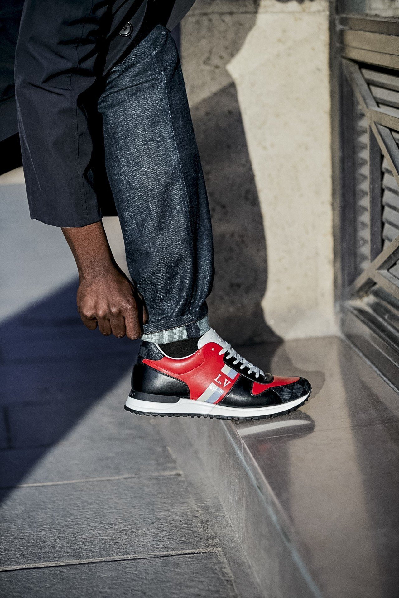 Damier帆布可作為鞋跟點綴設計。圖/LV提供