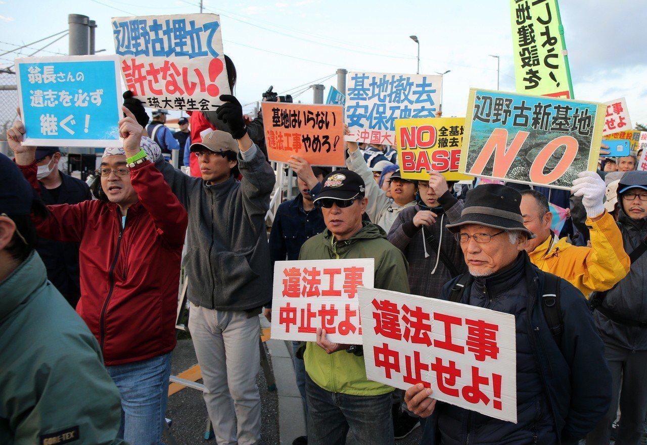 駐沖繩美軍三不五時就登上社會新聞版面,連帶基地搬遷都引起當地居民抗議。歐新社