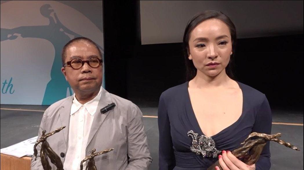 陳果(左)與曾美慧孜都因「三夫」獲得香港電影評論學會大獎。圖/海鵬提供