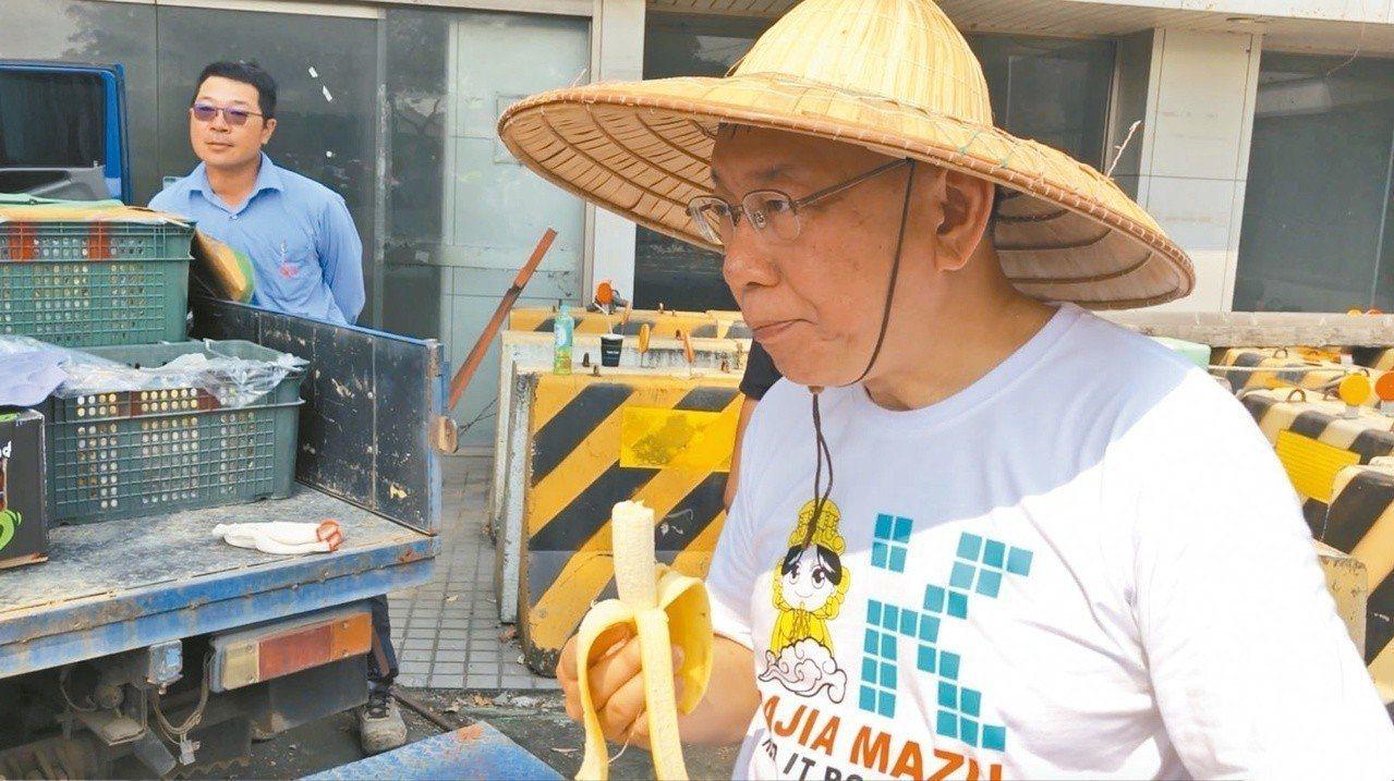 台北市長柯文哲日前跟著大甲媽祖遶境。聯合報資料照
