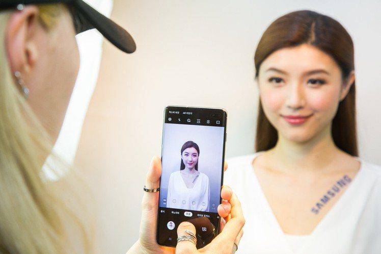 韓國弘大知名Studio Photobi攝影團隊使用Galaxy S10系列幫體...