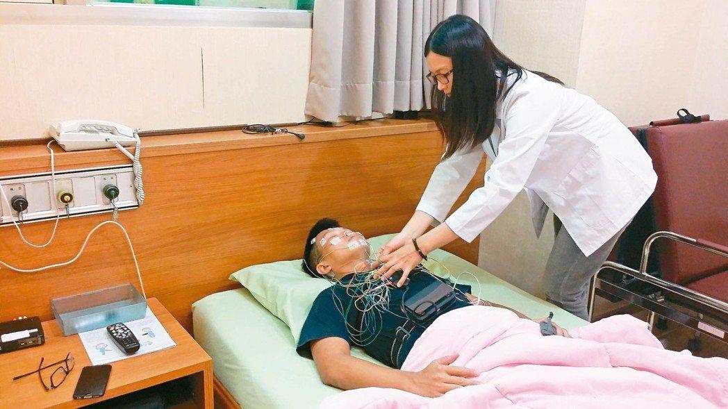 到醫院睡眠中心睡一晚,能檢測是否有睡眠呼吸中止症。 本報資料照片