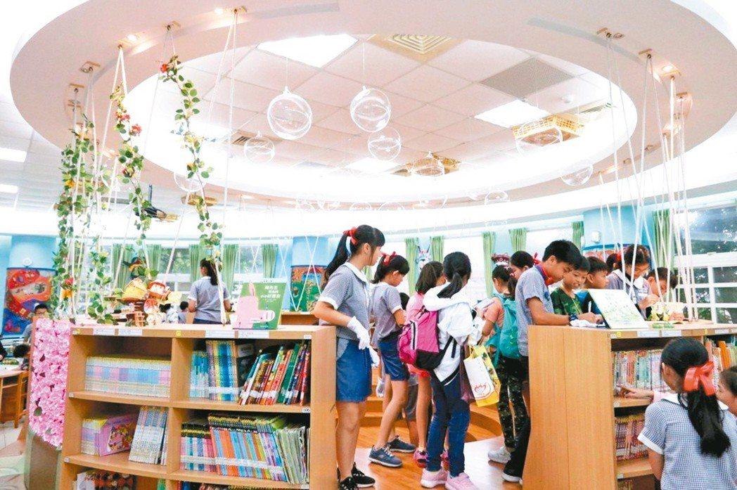 香港中華基督教協和小學(長沙灣)30多名師生到新埔國小,參與文化閱讀交流。桃園市...