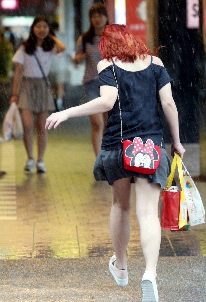 14日晚上新竹、苗栗及台中地區注意瞬間大雨、雷擊及強陣風。 圖/聯合報系資料照片