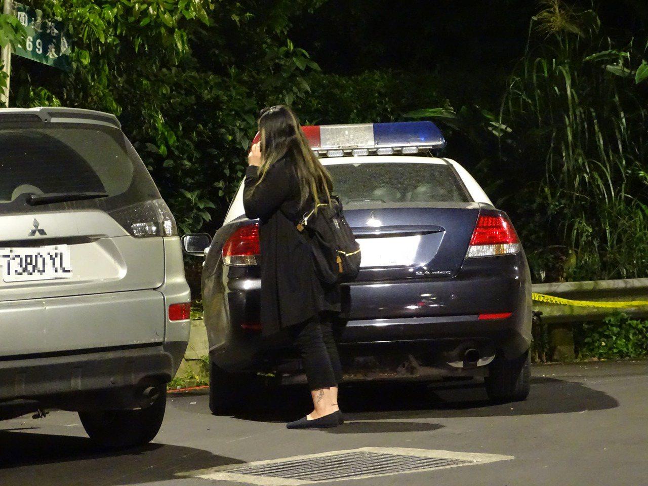 2017年5月2日,宋姓經理與陳姓女同事昨晚被人發現陳屍車內。死者家屬到場認屍。...