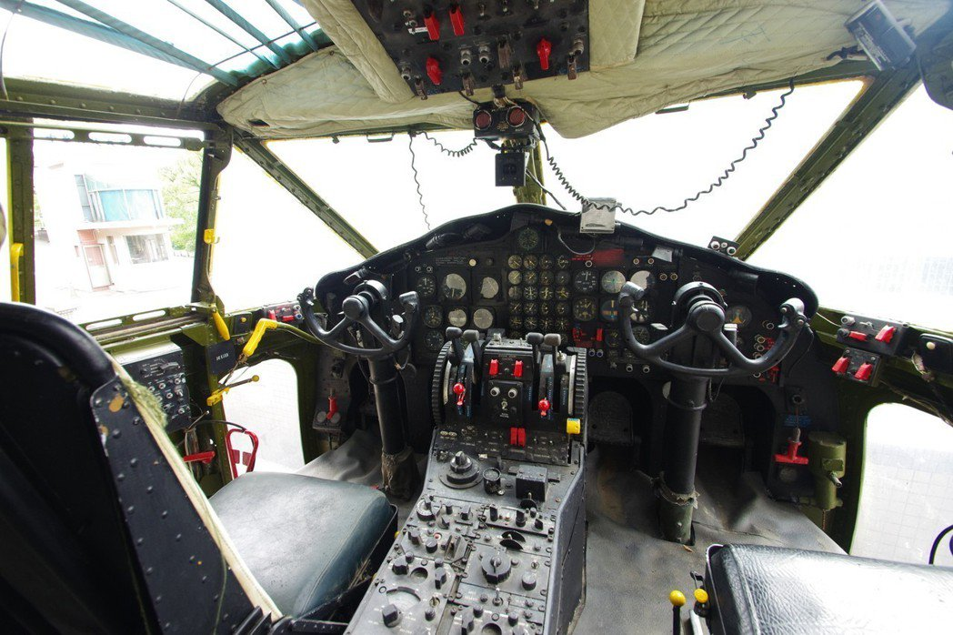 C-119駕駛艙。記者程嘉文/攝影