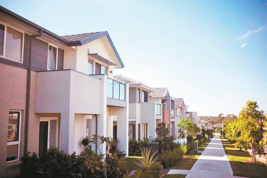 雪梨房價在過去18個月內大幅下滑,但高昂的房屋成本仍足以讓大部分家庭望而卻步。 ...