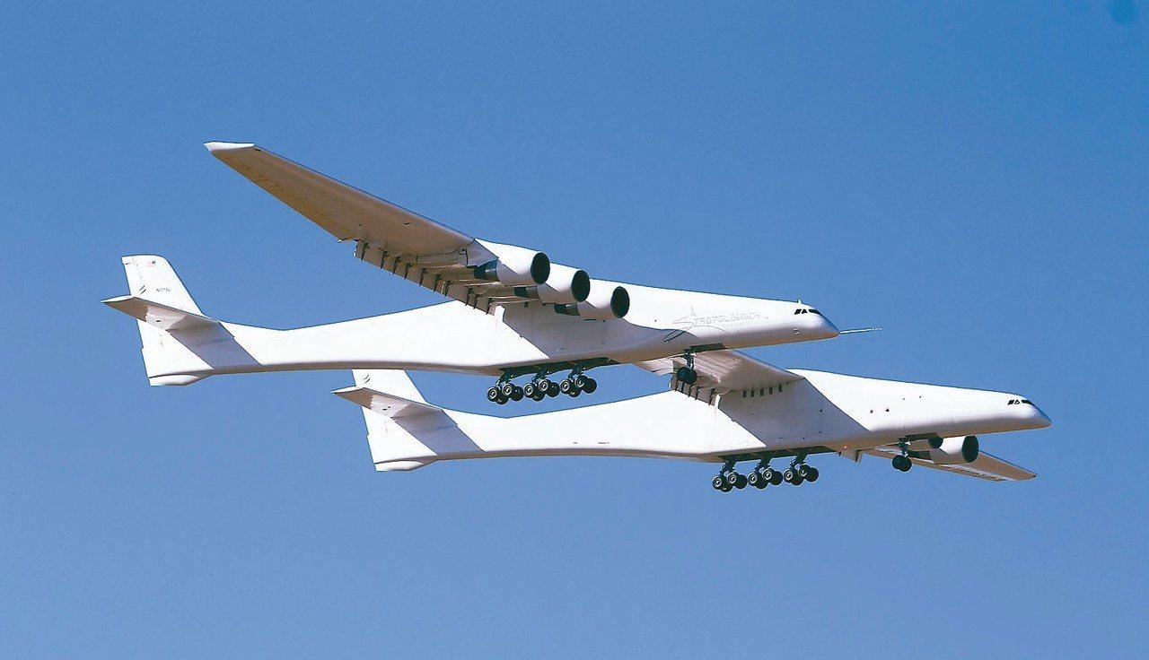 全球最大飛機12日自美國加州莫哈韋太空港起飛升空,成功完成處女航。 美聯社