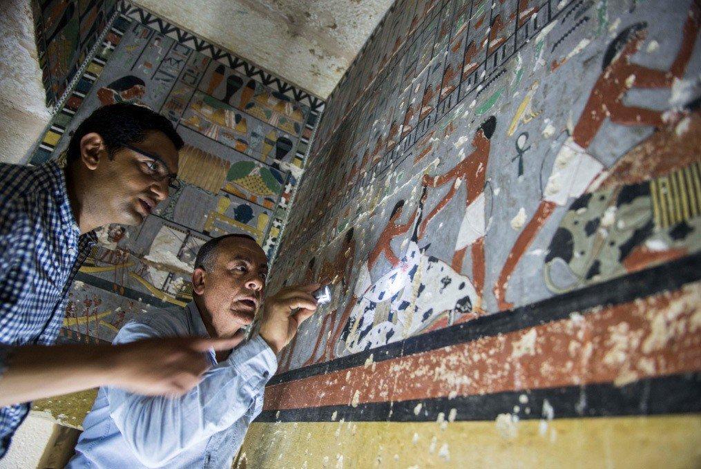 埃及13日宣布出土古埃及第五王朝時期古墓,古墓內有色彩鮮艷的壁畫,銘文保存完整。...