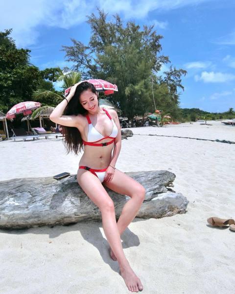 林采緹近日難得拋開老公、兒子,跟著姊姊到泰國蘇美島度假,並在社群上分享不少美照,而其中一系列在沙灘比基尼照片,則被網友發現生過孩子的證據。林采緹產後迅速就讓身材恢復到以往,所以這次到蘇美島度假,也不...