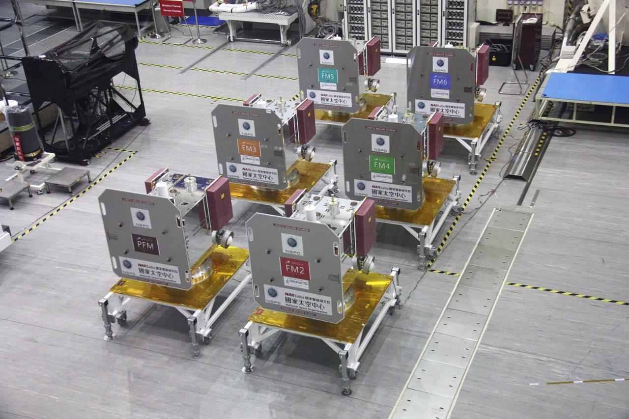 由於衛星已經裝箱完畢,民眾無法直接看到福爾摩沙衛星七號。圖/擷取自臉書國家太空中...