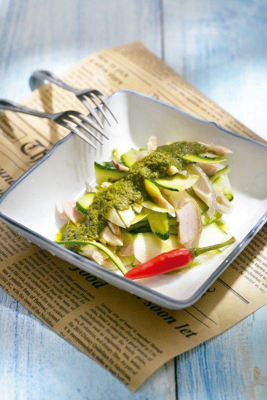 黃瓜雞絲佐中式青醬。圖/皇冠文化提供