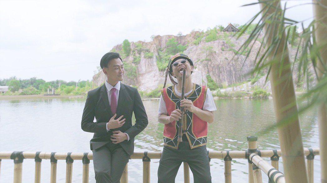 黃明志(右)邀來林俊逸合作。圖/亞洲通文創提供