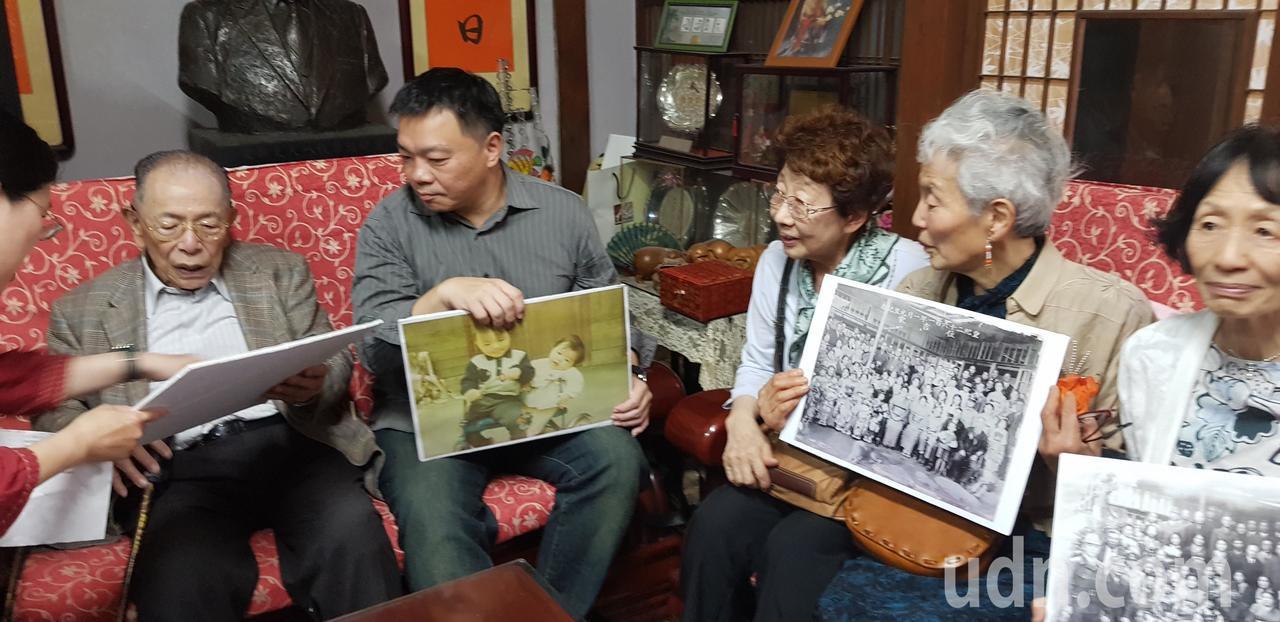 日人住吉弘光(左)返回台南老家,相當感動。記者修瑞瑩/攝影
