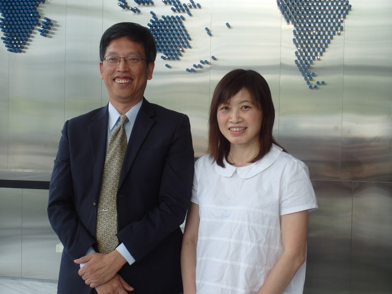 萬年清董事長何家慶(左)與總經理張湘棋。記者何佩儒/攝影