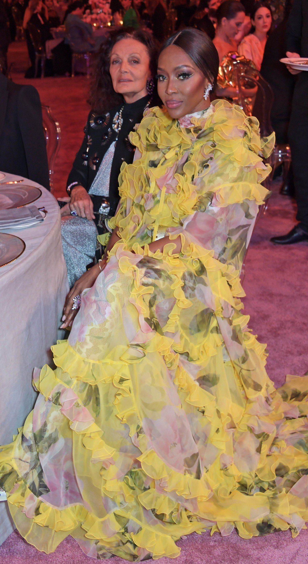傳奇超模娜歐蜜坎貝爾日前在阿拉伯時尚信託基金FTA(Fashion Trust ...