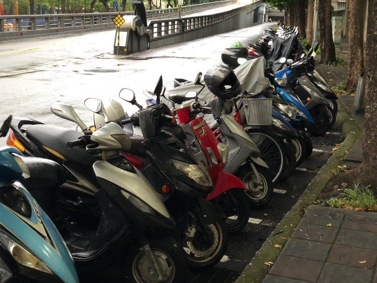 台北市停管處將在公館地區部分路段,實施「機車登錄開單繳費」。圖/本報資料照