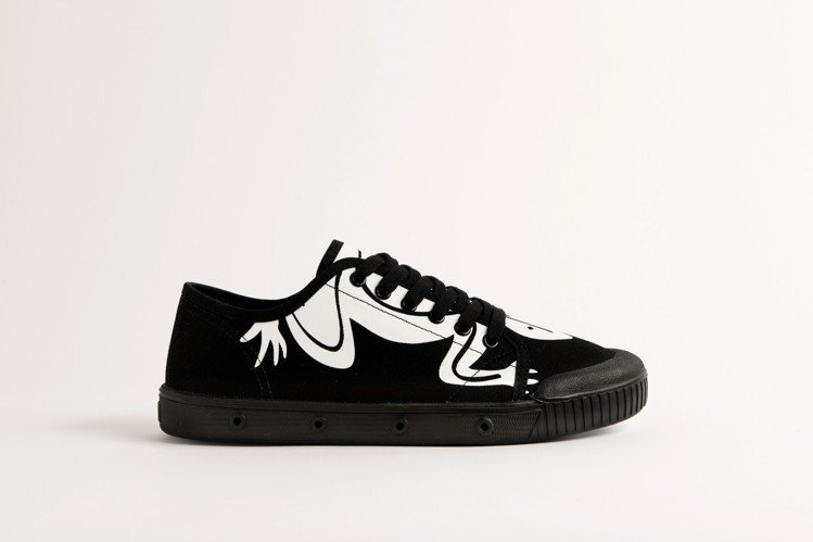 agnès b. x Spring Court聯名網球鞋(黑),5,080元。圖...