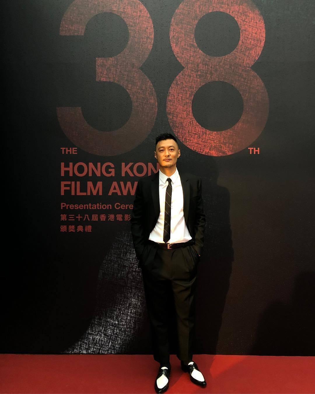 余文樂今日以Celine黑色西裝造型,現身第38屆香港電影金像獎紅毯。圖/摘自i...