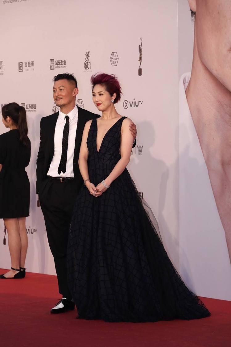 余文樂(左)與楊千嬅為了公益活動,再次於第38屆香港電影金像獎紅毯上合體。圖/摘...
