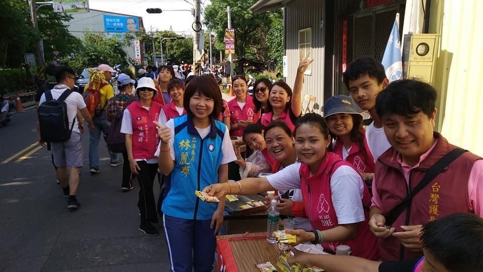 國民黨不分區立委林麗蟬來自柬埔寨,她經常全台趴趴走,凝聚東南亞新住民的感情。記者...