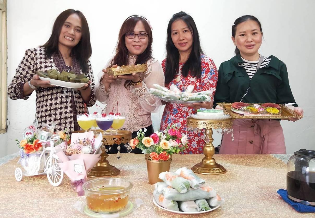 東南亞新住民葉雅蒂(左起)、萬貞儀、潘秋玄和文彩燕都擁有一手好手藝,經常做美食跟...