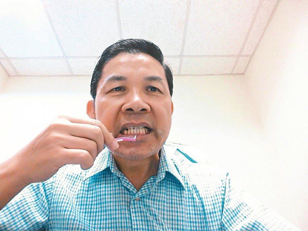 每次吃完東西後就讓牙間刷與牙齒做親密接觸。 圖/施世珍提供