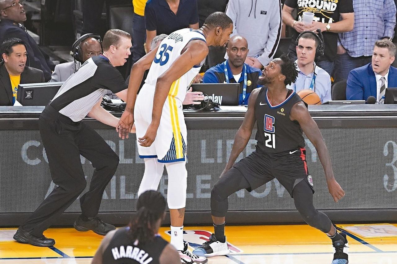 季後賽首戰遭驅逐出場,勇士隊球星杜蘭特(Kevin Durant)今天在迎接第二...