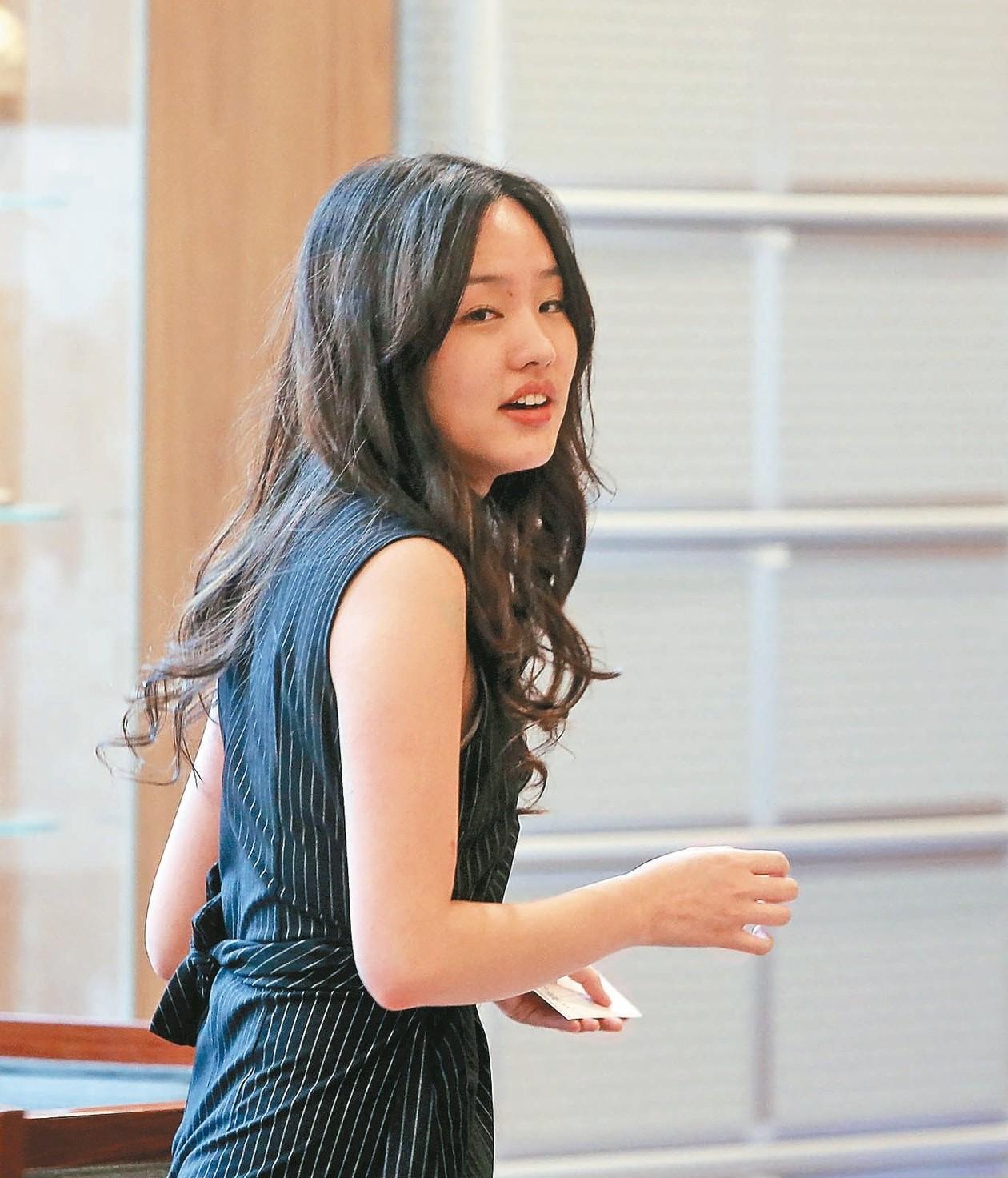 韓國瑜妻子李佳芬以前照顧韓冰姊弟,天天1打3,也有快抓狂的時候。 圖/聯合報系資...