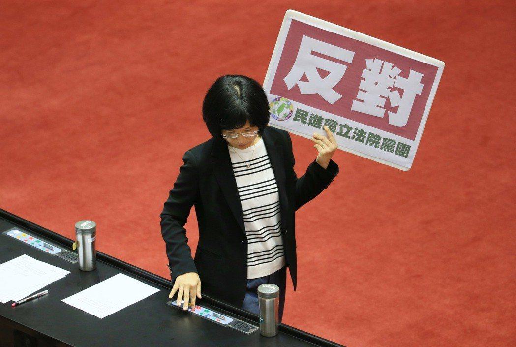 民進黨立委蘇巧慧曾回憶在學生時代被體罰,但至今依舊不明白打那幾下對她有何幫助。 ...