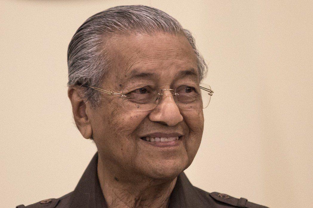 馬來西亞總理馬哈迪15日公布東海岸鐵路新協議細節。 (歐新社)