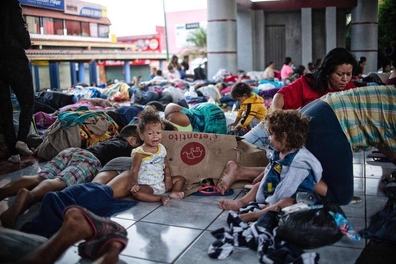 川普宣示引反彈,白宮表示把非法移民送往庇護城市不是優先選擇。攝影/魏碧洲