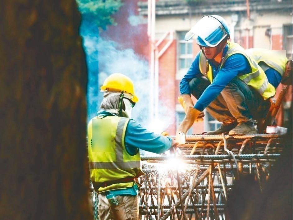 為讓沒有投保的勞工發生職災也有一定的保障,勞動部於2002年推動職災勞工保護法,...