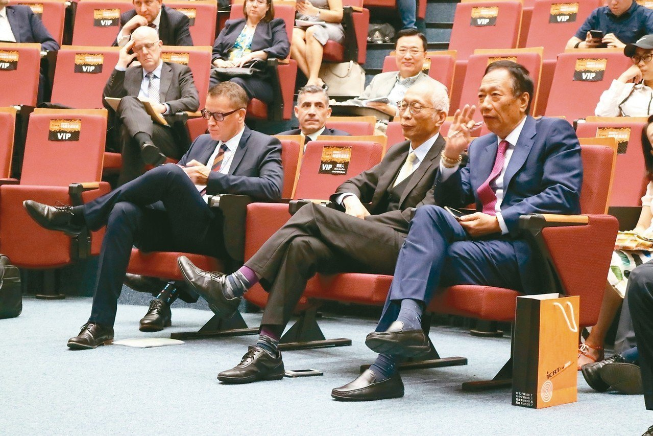 美國在台協會(AIT)和美國商會合作舉辦「台灣關係法40周年座談會」,鴻海董事長...
