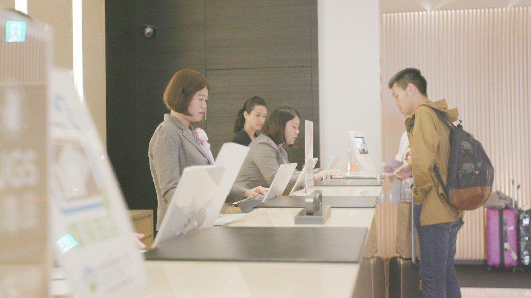 「國泰聚」的物業管理秘書會安排到COZZI受訓,讓住戶能真實感受到星級飯店的服務...