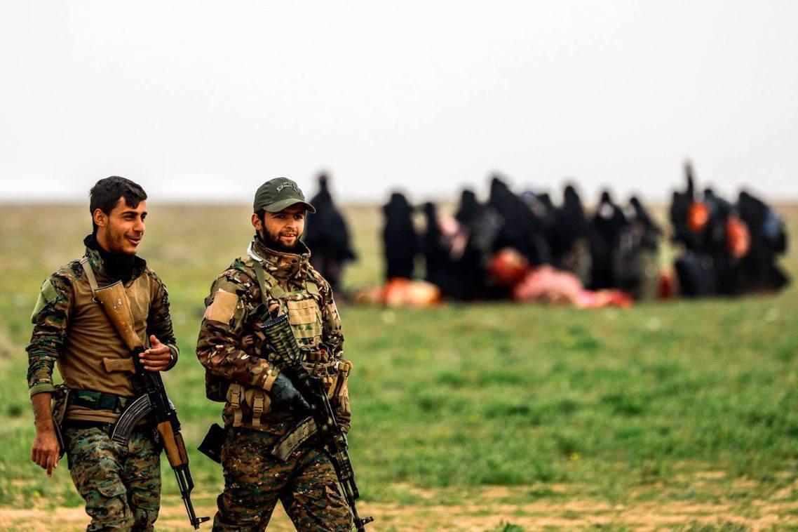 解放巴古斯的庫德族部隊與難民。 圖/法新社