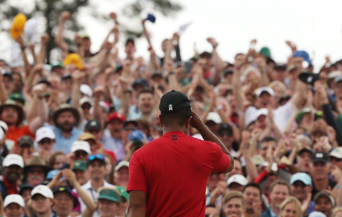 觀眾高喊「Tiger! Tiger! Tiger!」,在喝采的漩渦中,現場幾乎成...