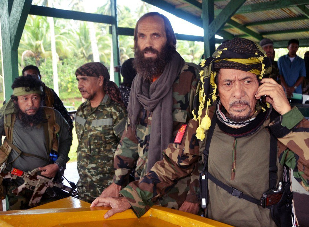 杜特蒂這位來自民答那峨的總統,似乎是在地方公投以及與摩洛民族解放陣線(MNLF)...